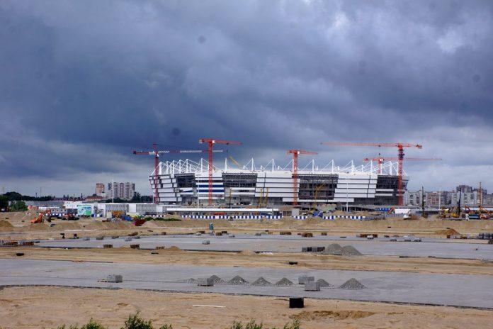Стройка стадиона на острове Октябрьском в Калининграде/Фото: Алексей Шабунин