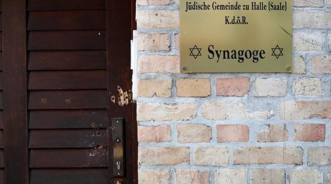 Полиция расследует антисемитские связи при перестрелке в Галле