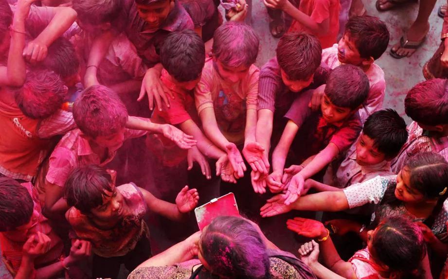 Холи Индия Фото: whatthefocus / Bikas Das / AP